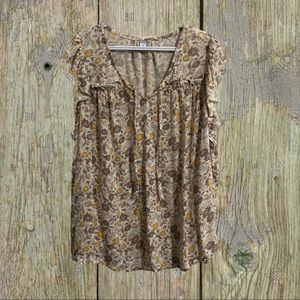 Old navy rayon top with ruffled cap sleeves. 4X